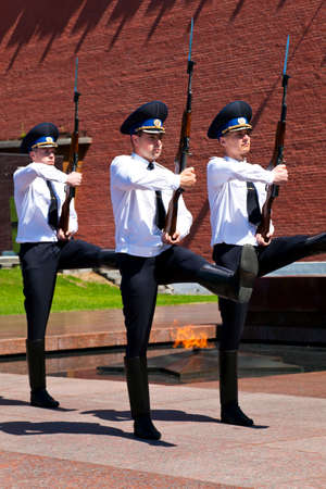 bayonet: Change of the Guard of Honour at the tomb of the Unknown Soldier in Moscow.