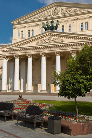 Banchi in piazza, vicino al Teatro Bolshoi, Mosca, Russia Archivio Fotografico - 36082731