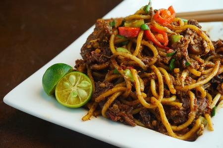 Asiático de fideos fritos