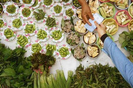 negocios comida: transacción comercial en mercado público