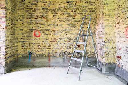 restauration: Old brick wall in a building with ladder prepared for construction and renovation