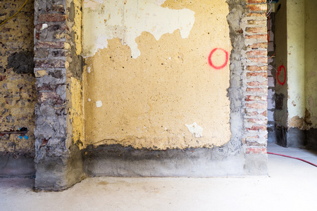 modernise: Old brick walls in a building prepared for construction and renovation Stock Photo