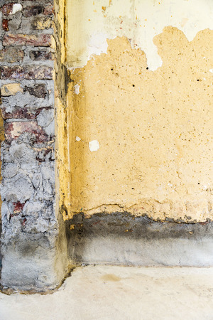 modernise: Old brick wall with concrete in a building prepared for construction and renovation