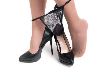 damesbenen in schoenen met hoge hakken, slipjes en panty's Stockfoto