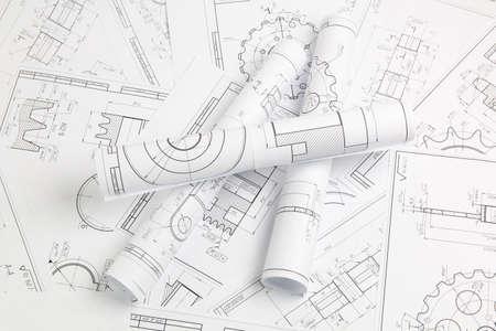 dibujos de ingeniería en papel de piezas y mecanismos industriales