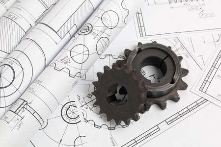 Pignoni di trasmissione e disegni tecnici di parti e meccanismi industriali