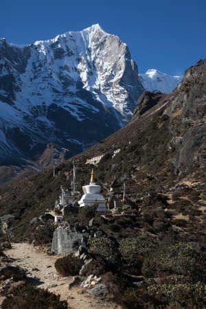 buddhist stupa: Buddhist stupa near Thame in the Himalayas