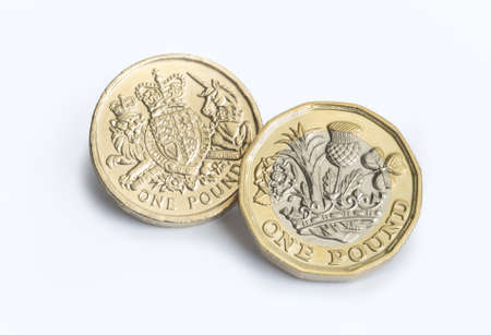 오래 된 디자인으로 새로운 영국 파운드 동전