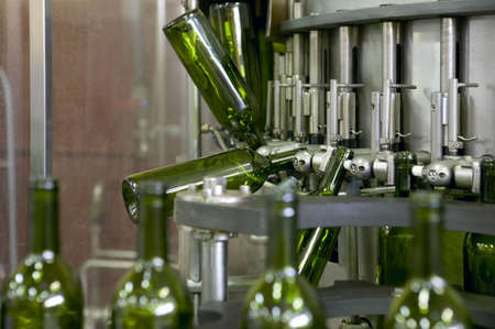 Wine cellar automatic bottling process Spain horizontal