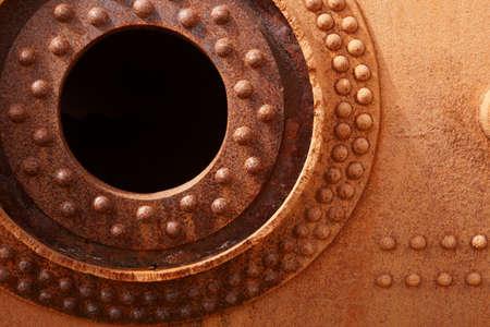 oxidized: Rusted viejo motor oxidado con formas circulares