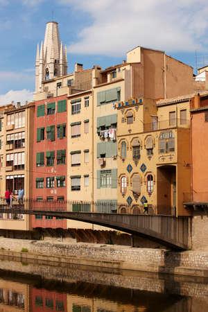 fachadas de casa: Fluviales Espa�a Catalu�a Girona Onar coloridas fachadas de las casas antiguas