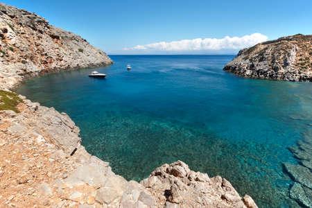 paisaje mediterraneo: Bay Sostis. Playa de Creta. Paisaje mediterr�neo. Agua turquesa. Grecia