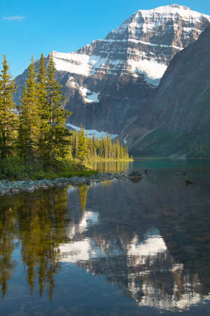 edith: Canadian landscape with Mount Edith Cavell