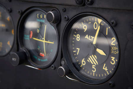 Dashboard altimeter detail of an airplane. Horizontal 版權商用圖片