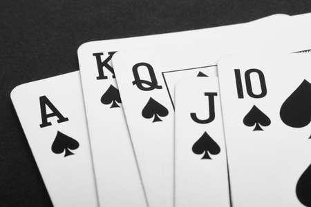 juego de cartas de póquer con escalera de color pala. Negro. Horizontal