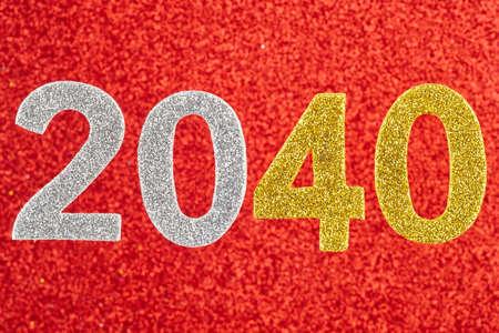 Número dos mil y cuarenta sobre un fondo rojo. Aniversario. Horizontal Foto de archivo - 76181323