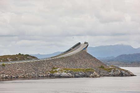 ノルウェー。大西洋の道。海の上の橋します。ヨーロッパを旅行します。