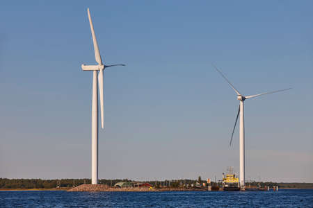 Windmills in Finland coastline. Renewable clean and green energy. Finland Banque d'images