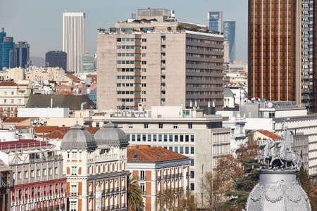 Centro della città dell'orizzonte di Madrid. Edifici tradizionali del centro. Viaggio in Spagna