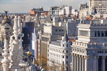 Centro della città dell'orizzonte di Madrid. Edifici tradizionali del centro. Turismo in Spagna Archivio Fotografico
