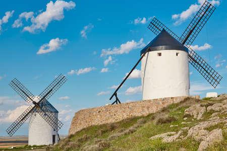 Molinos de viento antiguos tradicionales en España. Consuegra, Toledo. Viaje