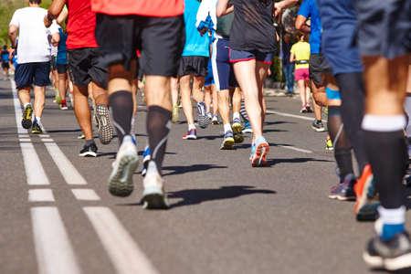 Marathonläufer auf der Straße. Gesunder Lebensstil. Ausdauer des Athleten