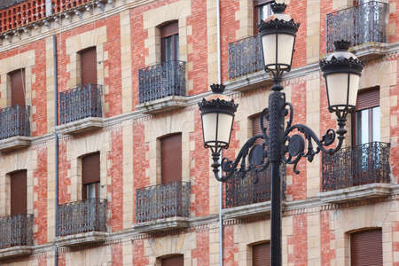 Traditional andalusian village facades and lamp in Baeza, Jaen. Spain Banque d'images