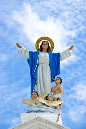 obedecer: Estatua de la Virgen María