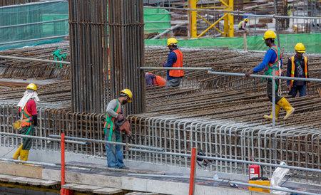 建設工事現場での安全保護具のクアラルンプール, マレーシア - 2016 年 8 月 10 日: ビルダー労働者。