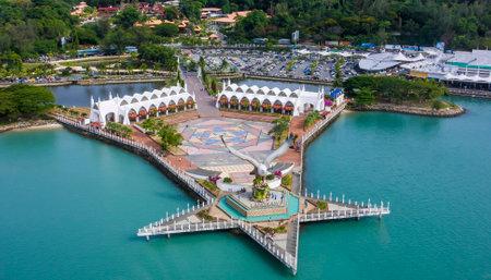 ランカウィ, マレーシア - 2011 年 3 月 12 日 - イーグル イーグル スクエア、マレーシアのクダ州ランカウイ島のシンボルの像です。 報道画像