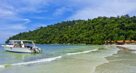 Boat at Pangkor Island Beach with beautiful weather. 新聞圖片