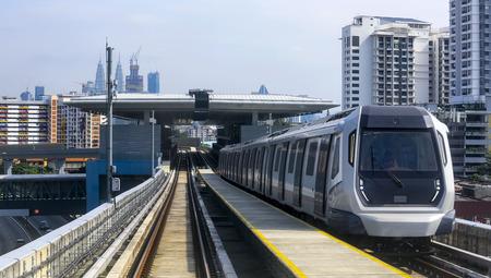 말레이시아 MRT (Mass Rapid Transit) 열차, 미래 세대를위한 운송 수단. MRT는 말레이시아를 선진국으로 끌어들입니다.