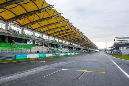 SEPANG, MALAYSIA - 28. SEPTEMBER 2017: Startaufstellung bei Sepang International Circuit (SIC) Malaysia. Austragungsort der großen Motorsport-Events.