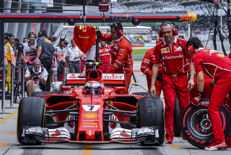 SEPANG, MALAYSIA : SEPTEMBER 30, 2017 : The Scuderia Ferrari team work on the car of Kimi Raikkonen in the Pitlane during the Malaysia Formula One (F1) Grand Prix at Sepang International Circuit. 新闻类图片