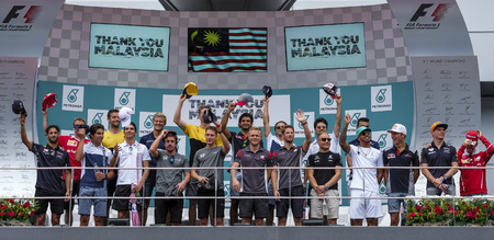 SEPANG, MALAYSIA : OCTOBER 01, 2017 : The F1 drivers wave to fans from the podium before the start of the Malaysia Formula One (F1) Grand Prix at Sepang International Circuit (SIC). Publikacyjne