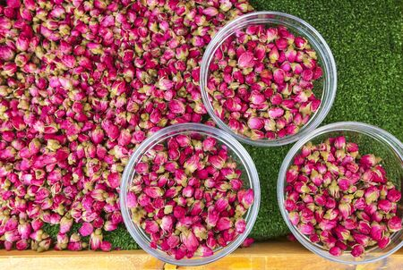 Dried rose buds for cosmetics, food, medicine and perfume. Banque d'images