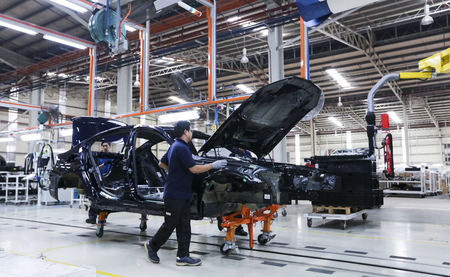 KEDAH, MALAYSIA - JULY 04, 2019 : Workers assembles cars at automobile assembly line production plant. Catering for both the domestic and export markets industry. Automotive & technology. Redactioneel