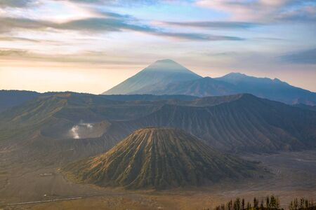 Stunning view of the Mount Bromo, Mount Batok and Mount Semeru during sunrise. Mount Bromo is an active volcano and one of the most visited tourist attractions in East Java, Indonesia. Archivio Fotografico