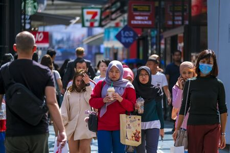 KUALA LUMPUR, MALAYSIA - FEBRUARY 22, 2020 : A crowd of people at Bukit Bintang or Star Hill, a tourist attraction place for shopping, eat and sightseeing. 新聞圖片