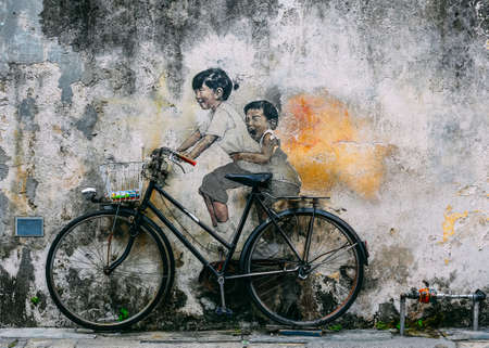 PENANG, MALAYSIA - NOVEMBER 11, 2018 : View of street art mural at George Town. Tourist attraction place to visit. Редакционное