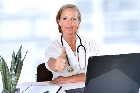 doctor woman thumbs up high health hospital Imagens