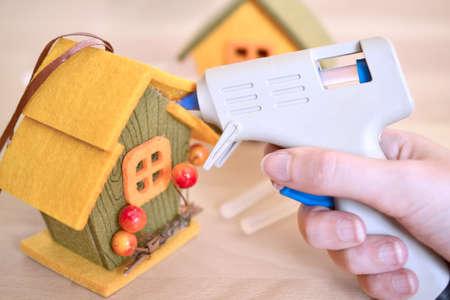herbstliche Handarbeit mit Filzstoff zu Hause