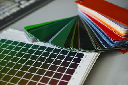 ral color fan cmyk color book pattern 免版税图像