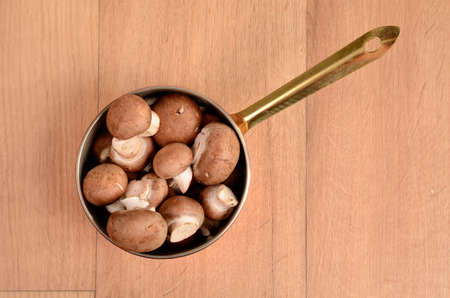 champignons: Fresh champignons in an old pan