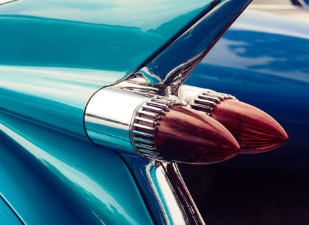 Grote achterlicht close-up shot van een Amerikaanse vintage auto Stockfoto