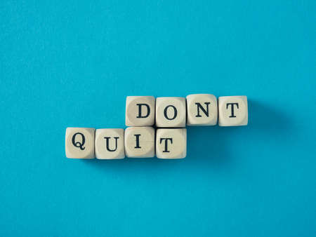Small wooden blocks with the words Dont quit and do it, conceputal business or fitness image Stockfoto