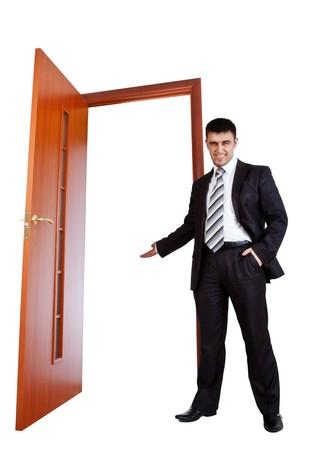 abrir puerta: empresario invitate usted a puerta abierta  Foto de archivo