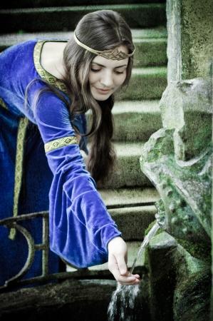Edad de Piedra: chica medieval pr�xima primavera antigua, con textura