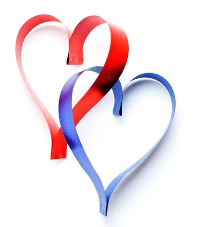 corazones azules: dos cintas de coraz�n en forma aisladas sobre blanco