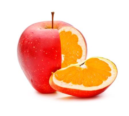 genetically modified: mela rossa con arancione otturazioni, organismo geneticamente modificato Archivio Fotografico